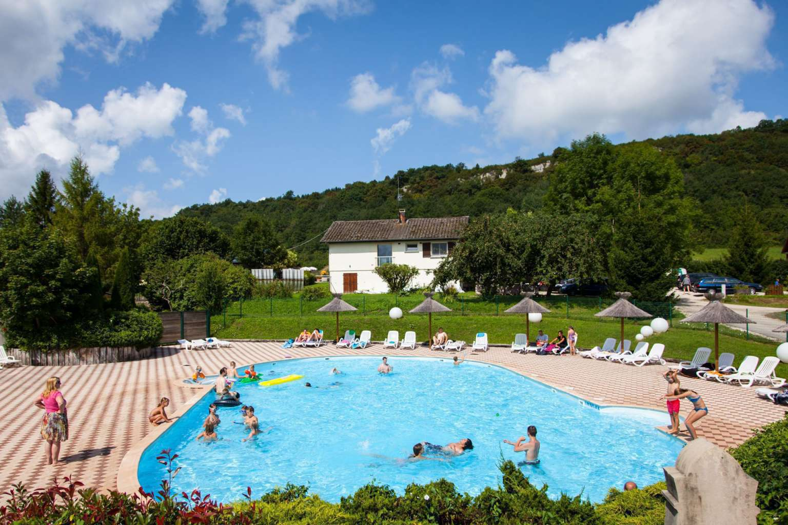 La piscine du Camping Epinette proche Lac de Chalain